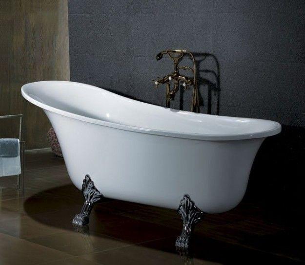 La lucentezza che caratterizza la superficie della vasca da bagno col ...