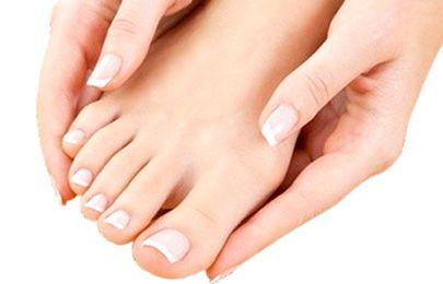 Vivere grande un fungo tra dita del piede
