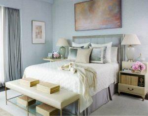 camera-da-letto-con-pareti-azzurro-chiaro