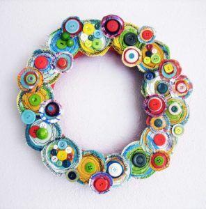 corona-natalizia-con-bottoni